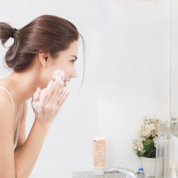 Cómo hacer una limpieza facial para sacarle todo el partido a tu piel